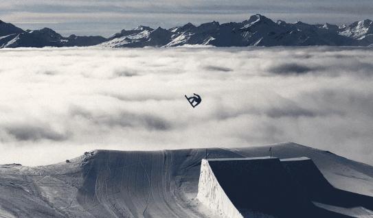 Fin Bremner snowboarder
